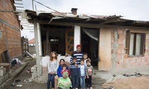 2017年,生活在前南斯拉夫马其顿共和国的一个无国籍家庭。 该国的无国籍人大多来自其他前南斯拉夫的各共和国。