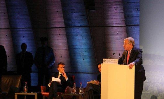 Генеральный секретарь ООН Антониу Гутерриш выступил на заседании Форума по управлению интернетом. На сцене также президент Франции Эмманюэль Макрон и Гендиректор ЮНЕСКО Одри Азуле.