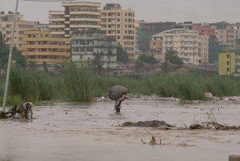 Début de 2018, de fortes pluies ont inondé Jangwani, un quartier non planifié de la ville tanzanienne de Dar es Salaam, tuant 15 personnes et détruisant des infrastructures essentielles.