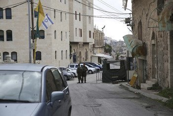 .نقطة تفتيش للدخول إلى مدرسة قرطبة الأساسية المختلطة الواقعة داخل المنطقة العسكرية الإسرائيلية المغلقة في مدينة الخليل