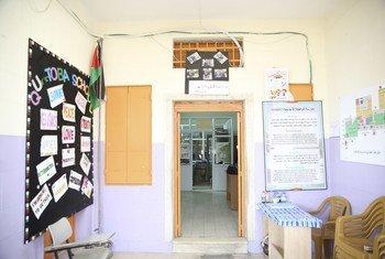 À l'intérieur de l'école Qurtoba située dans la zone militaire israélienne fermée dans la zone H2 à Hébron, en Cisjordanie.