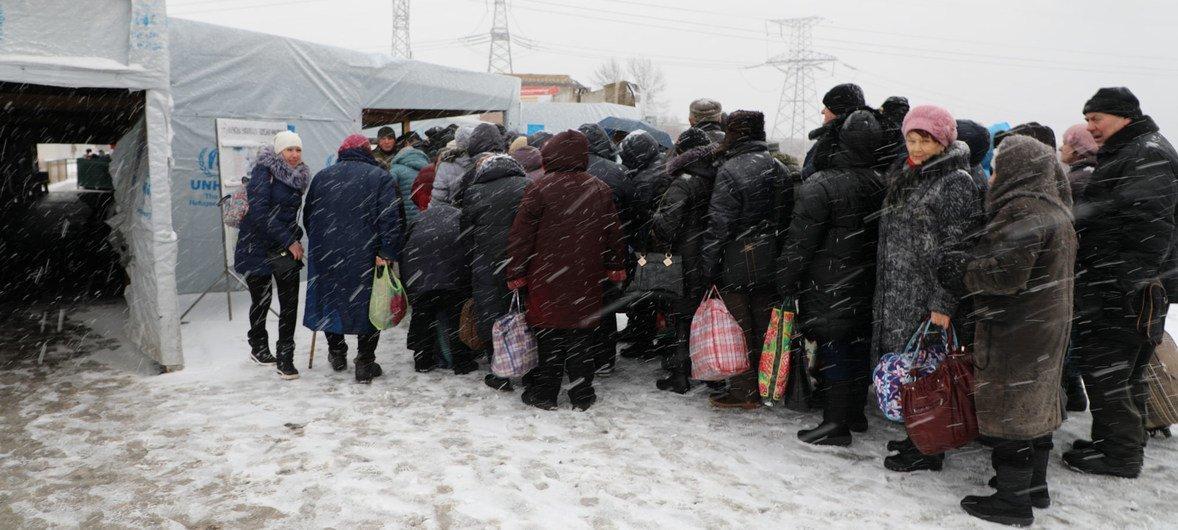 В 2018 году «линию соприкосновения» на востоке Украины пересекли 1,1 млн раз. Фото из архива.
