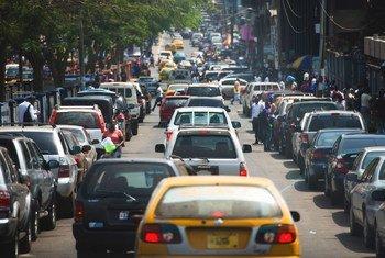 联合国环境署预计,到2050年,全球汽车的保有量或将增至现有水平的三倍,交通运输部门温室气体排放量增速比其他行业更为迅猛,必须促进可持续、低排放的运输,并努力减少该部门对空气污染和气候变化的影响。