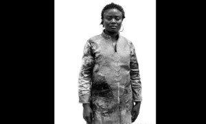 Coco Mawa, na série de retratos revelam o poder e a dor de mulheres congolesas exiladas em Angola