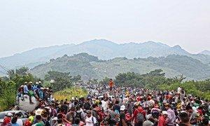 Una caravana de migrantes llega la localidad de Matías Romero en Oaxaca el 1 de noviembre de 2018, la mayoría en camino hacia la frontera sur de Estados Unidos.