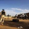 À Gao, dans l'est du Mali, des soldats de la paix de l'ONU ont effectué des patrouilles quotidiennes avec la Garde nationale malienne en novembre 2018 pour assurer la sécurité générale, maintenir l'ordre et offrir une protection aux civils.