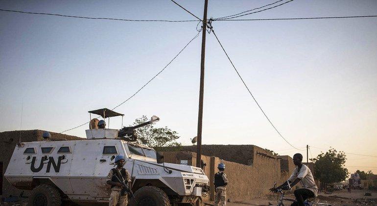 В Мали  «голубые каски» осуществляют самую опасную из всех текущих операций ООН по поддержанию мира (МИНУСМА). На фото: патрулирование улиц в Гао. Ноябрь 2018 года.