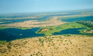 Vue aérienne du lac Tchad affecté par la désertification.