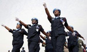 Wanawake polisi wakiwa katika maandamano ya UNAMID kuadhimisha siku ya Umoja wa Mataifa ya walinda amani kwenye viwanja vya Arc mwaka 20111