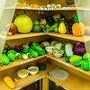 مجموعة من الأطعمة الصحية النموذجية المستخدمة في استشارة المرضى في مركز التغذية في مدينة هوشي منه ، فيتنام.