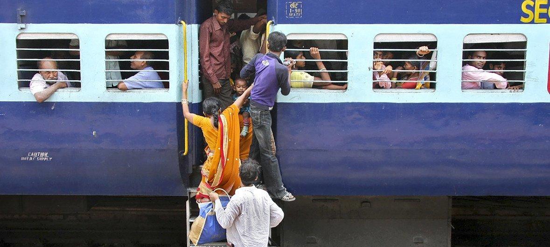 भारत में रेलगाड़ी करोड़ों लोगों के लिये सस्ता व सुलभ यातायात साधन है मगर रेलगाड़ियों में अक्सर ज़रूरत से ज़्यादा भीड़ रहती है क्योंकि ज़रूरत के अनुसार रेलगाड़ियाँ उपलब्ध नहीं हैं.