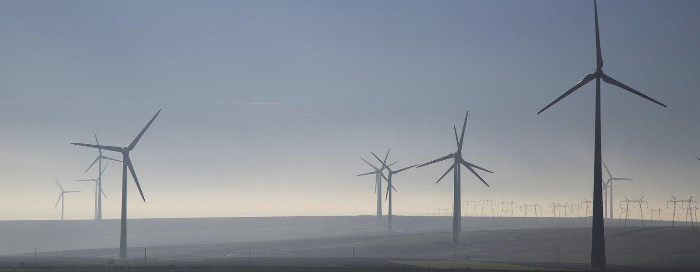 Guterres pede ações e políticas concretasde transição globalpara energia limpa