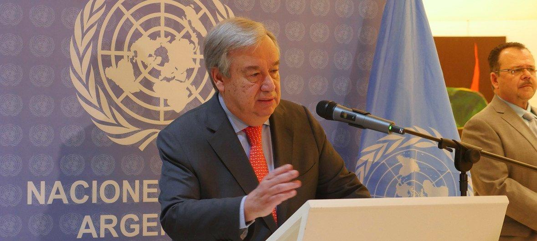 Katibu Mkuu wa  UN António Guterres akizungumza na waandishi wa habari kwenye mkutano wa G20 huko Buenos Aires Argentina Novemba 29, 2018