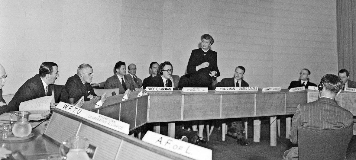 Imagem de encontro do comitê que elaborou a Declaração Universal dos Direitos Humanos adotada em 1948.