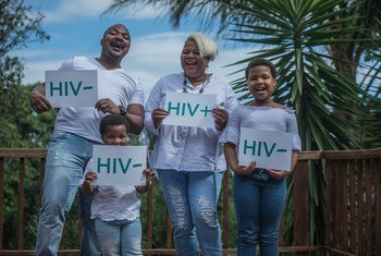 Segundo a OMS, cerca de 1,8 milhão de pessoas se infetam todos os anos e 1 milhão de pessoas morreram em 2017 por causa do vírus da Aids.