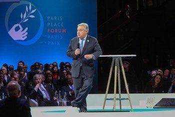 联合国秘书长在巴黎出席和平论坛。