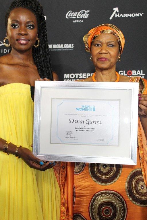 Mkurugenzi Mtendaji wa UN Women Phumzile Mlambo-Ngcuka akiwa na balozi mwema wa UN Women Danai Gurira, Johannesburg, Afrika Kusini.