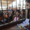 طالبو تأشيرات سفر في مركز للهجرة في نيبال.