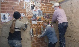 Trabajadoras de demolición en el distrito de Podolsky en Moscú, Rusia.