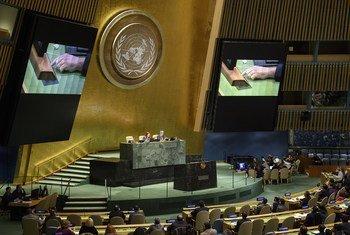 Assembleia Geral das Nações Unidas realiza esta segunda-feira uma sessão que vai considerar o Pacto Global sobre Refugiados