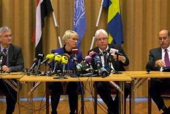 Martin Griffiths en una conferencia de prensa en Rimbo, Suecia.