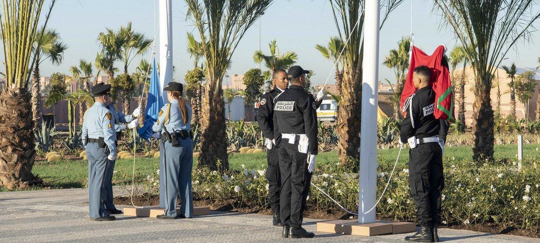 Поднятие флагов ООН и Марокко  по случаю Конференции  по миграции в Марракеше