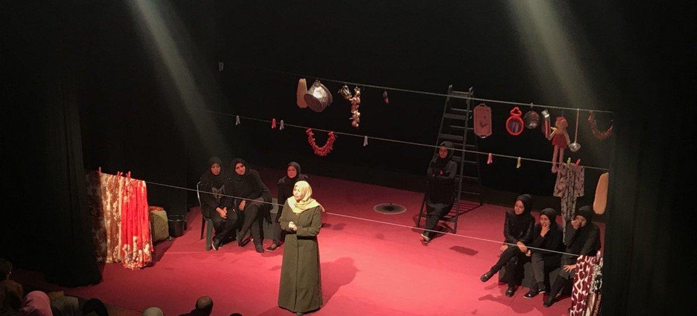 Une pièce de théâtre organisée par l'UNESCO en partenariat avec les Journées du théâtre à Gaza dans le cadre de la Journée internationale de lutte contre la violence faite aux femmes (photo d'archives).