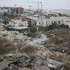 Les décombres de maisons palestiniennes démolies, surplombant la colonie de Pisgat Ze'ev à Beit Hanina, Jérusalem-Est.