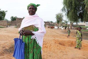 Awa é beneficiária do Cerf em Burquina Faso. Ela ajuda a treinar mulheres em programas de cuidados infantis e nutrição.