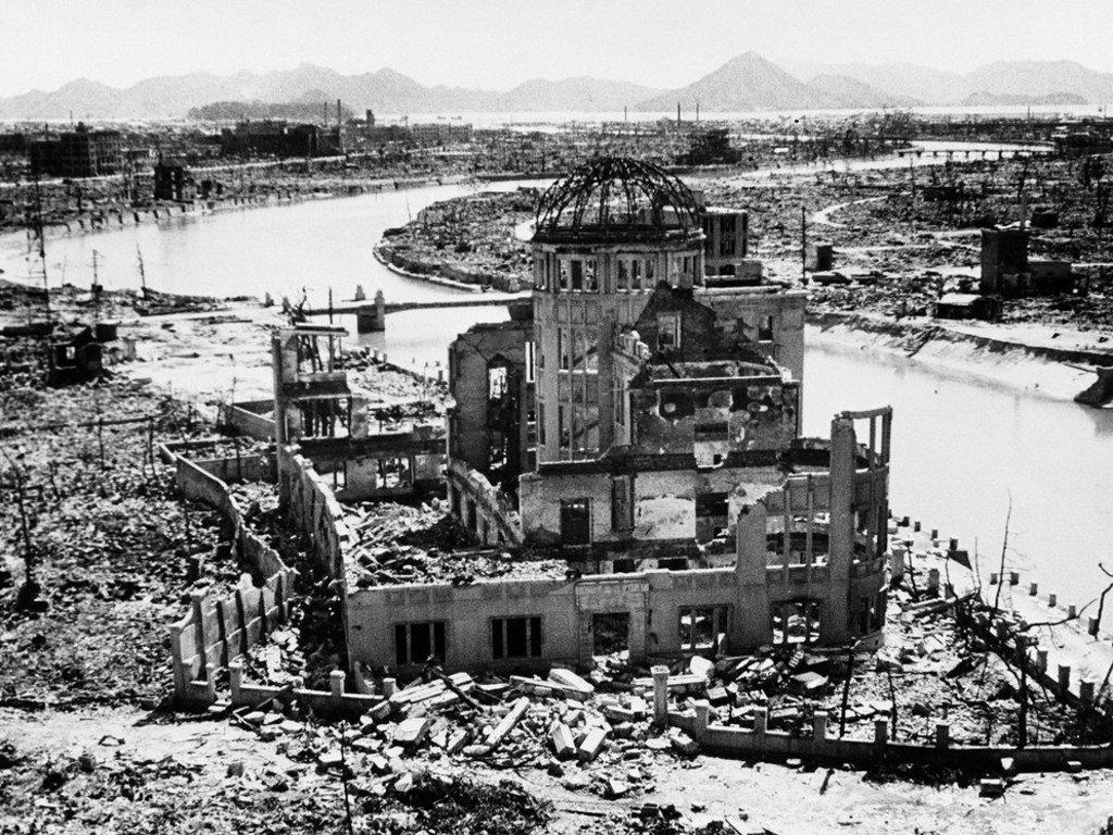 Les vestiges du bâtiment préfectoral de promotion de l'industrie, à Hiroshima, au Japon, après le largage de la bombe atomique en 1945. Le site a été conservé en tant que monument.