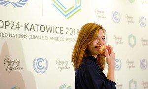 Польша угощает делегатов конференции по климату яблоками из окрестных садов