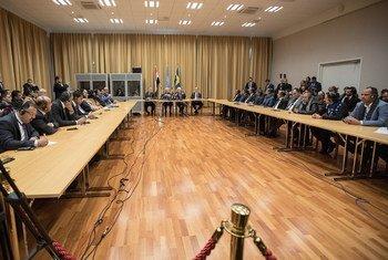 Outro tema abordado foi o inicio de uma nova etapa de negociações políticas, destacando a importância de obter avanços substanciais na implementação do Acordo de Estocolmo.