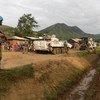 चुनाव से पहले स्थानीय लोगों को सुरक्षा का भरोसा दिलाते संयुक्त राष्ट्र शांतिसैनिक.