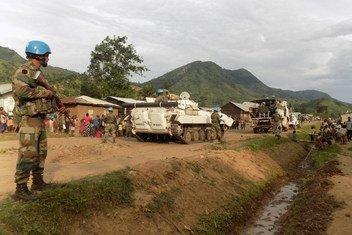 Des Casques indiens de la Mission de maintien de la paix des Nations Unies en République démocratique du Congo (MONUSCO) patrouillent à Kashugu dans le Nord-Kivu (est du pays) pour rassurer les habitants durant la période préélectorale. 1er décembre 2018