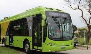 Universidade no Rio de Janeiro criou ônibus híbrido movido a hidrogênio e eletricidade que não polui o meio ambiente.