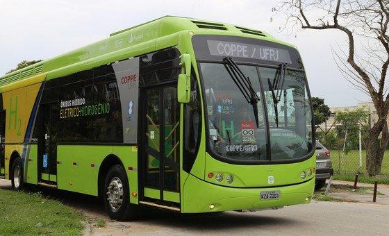 Universidade do Rio de Janeiro criou um autocarro híbrido movido a hidrogénio e a electricidade que não polui o meio ambiente.