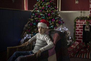 Дети могут не волноваться, что из-за #COVID19 Санта Клаус не сможет принести им подарки. В ВОЗ уверяют, что, во-первых, у него иммунитет, а во-вторых, для него власти всех стран отменили карантин.