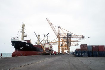El puerto de Hodeida es una de las pocas entradas de ayuda humanitaria y suministros vitales.