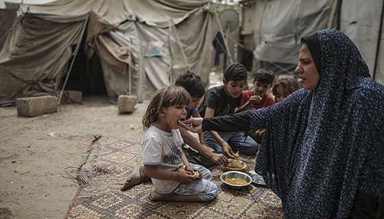 With rampant poverty and unemployment, food insecurity is on the rise in Gaza making uninterrupted food assistance critical to protect the livelihoods of vulnerable Palestinians.