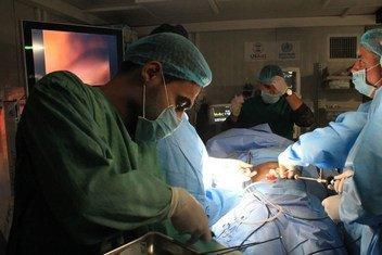 أول جراحة مناظير في مستشفى الجمهوري في غرب الموصل، محافظة نينوى، ديسمبر 2018.