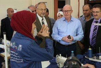 منسق الشؤون الإنسانية في الأرض الفلسطينية المحتلة جيمي ماكغولدريك يزور مركز إرادة لتدريب ذوي الإعاقة، المدعوم من برنامج الأمم المتحدة الإنمائي.