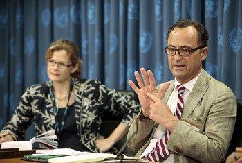أرشيف (2009) الجنرال باتريك كاميرت في مؤتمر صحفي بالمقر الدائم للأمم المتحدة.