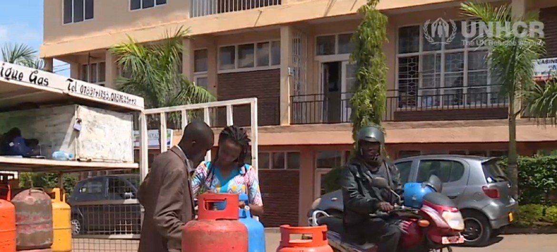 Annick Iriwacu kutoka Burundi akiwa nje ya duka lake la kuuza gesi nchini Rwanda.