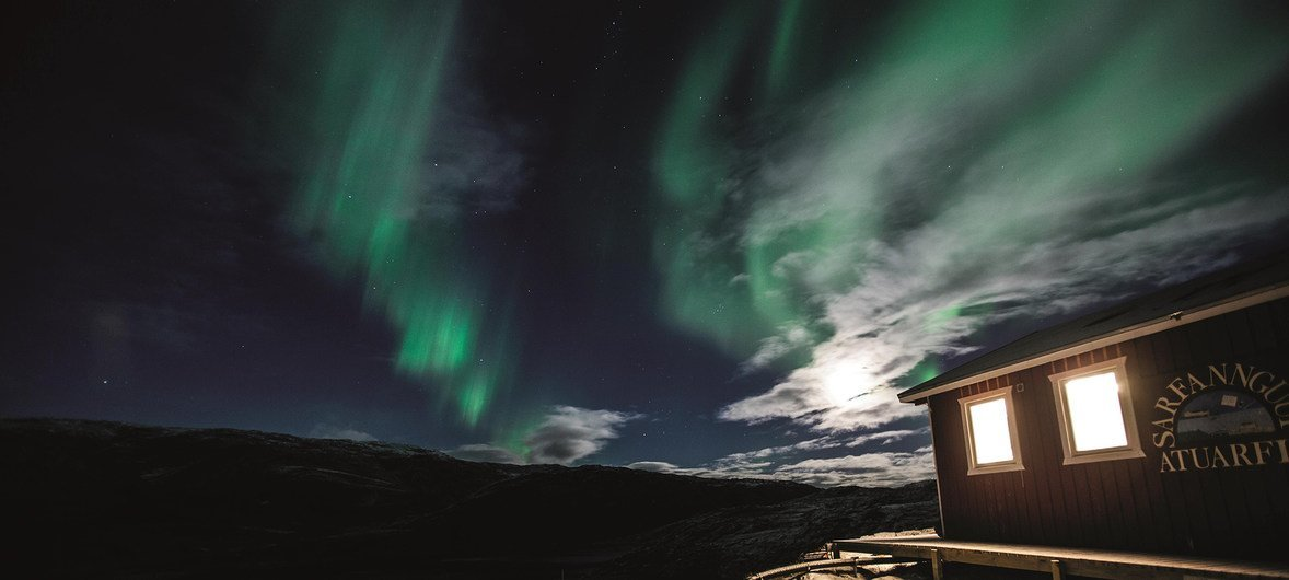 Ilha de Nipisa, perto da ilha principal da Groenlândia, durante o solstício de Inverno