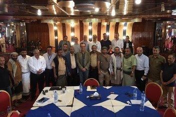 Patrick Cammaert e o Comitê de Coordenação e Reimplantação em Hodeida, em 28 de dezembro.