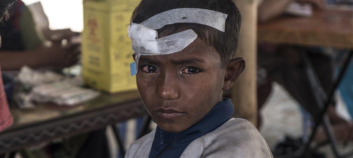 Un refugiado rohingyá de seis años después de su travesía hacia Bangladesh huyendo de la violencia.