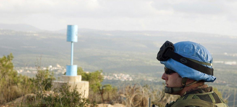 Walinda amani wa UNIFIL wakishika doria.