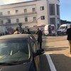 Des véhicules d'intervention d'urgence suite à l'attaque contre le ministère des affaires étrangères libyen à Tripoli.