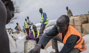 Distribuição de alimentos pelo PMA no Sudão do Sul.