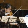 联合国和平使者五岛绿在一次为联合国职员举办的音乐会上演奏。